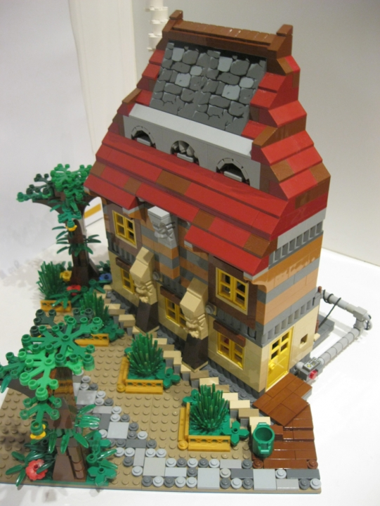 LEGO MOC - Because we can! - Switzerland of 'Clean' toilets: Дом Харди