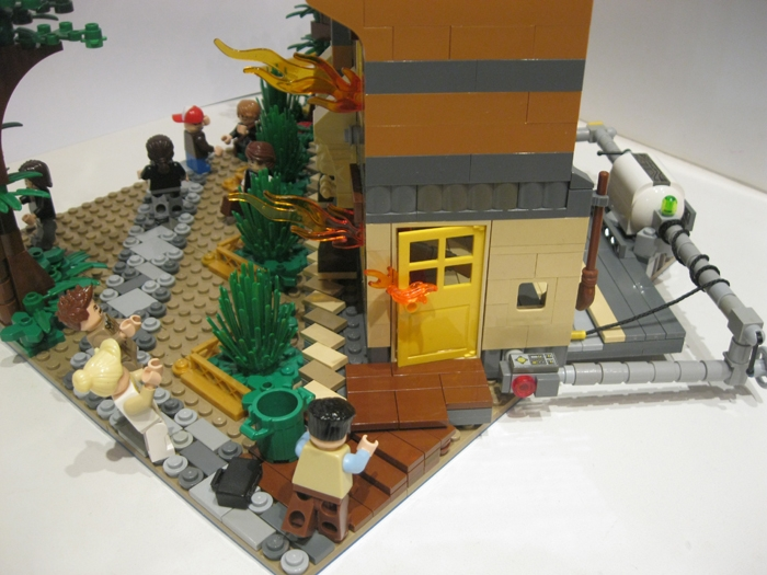 LEGO MOC - Because we can! - Switzerland of 'Clean' toilets: кто-то бросился на помощь