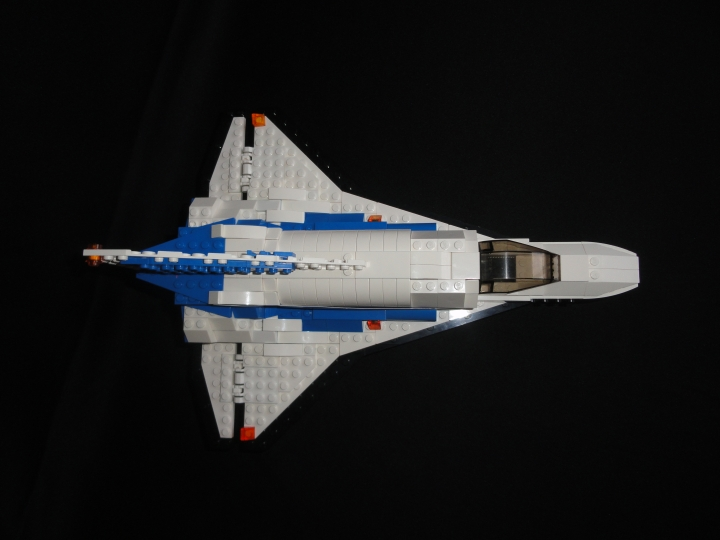 LEGO MOC - Because we can! - Forward to the stars!: На обратном пути шаттл планирует и приземляется как обычный самолет.