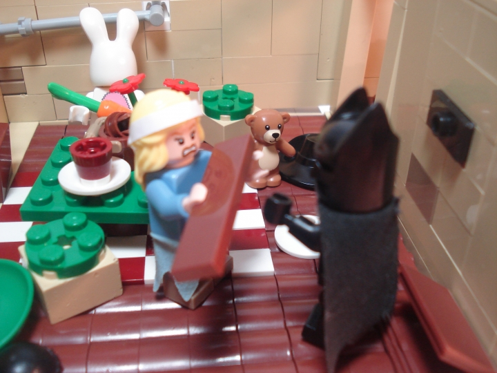 LEGO MOC - Heroes and villians - Joker's Asylium: Hatter - A Mad Tea-Party