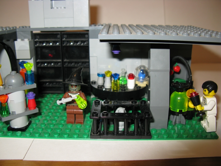 LEGO MOC - Heroes and villians - In laboratory
