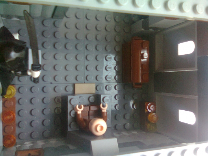 LEGO MOC - Heroes and villians - League of Assassins Lair from the 'Batman:Begins': статуя и свечи