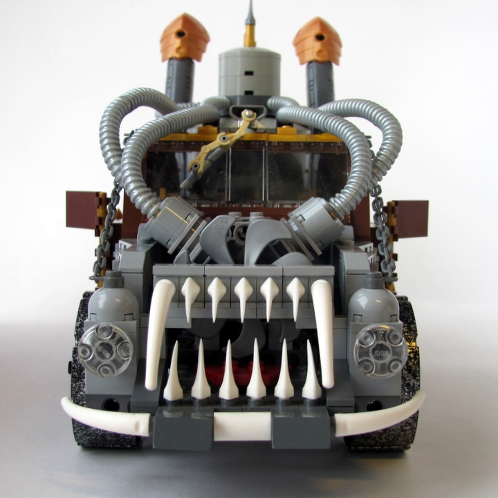 LEGO MOC - Steampunk Machine - Excalibur: <br><i>- Two headlights.</i><br>