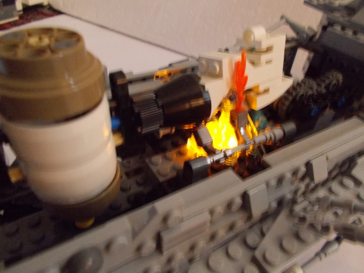 LEGO MOC - Steampunk Machine - 'Red Revenge' Steam Locomotive: мотор