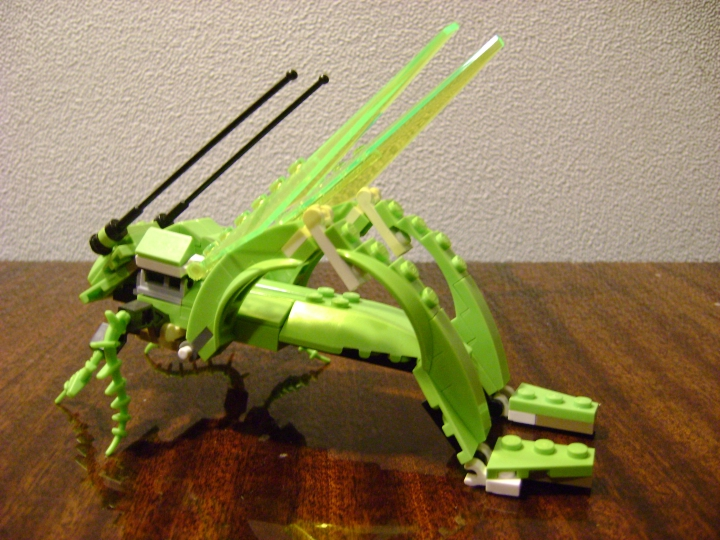 LEGO MOC - 16x16: Animals - Grasshopper: вид 3/4 сзади