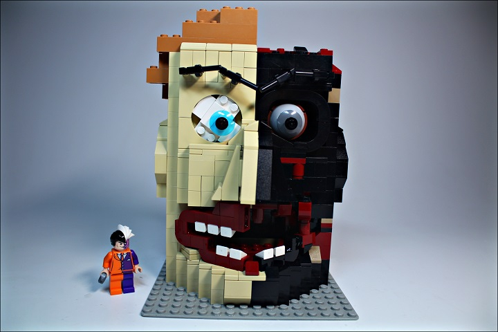 LEGO MOC - 16x16: Character - Two-Face Harvey: Вместе с фигуркой Харви (для сравнения масштаба)