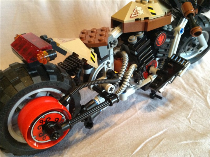 LEGO MOC - Mini-contest 'Lego Technic Motorcycles' - Rat Bike 'Raven'